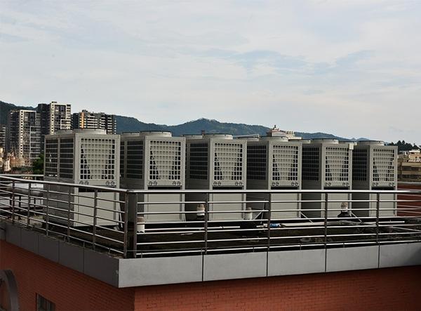 龙川一中空气源热泵采暖制冷案例分析